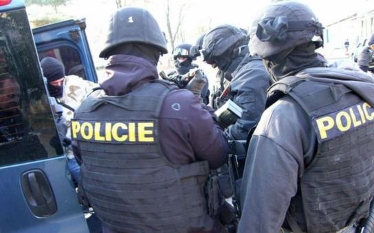 V Brně zasahovalo komando: Detektivové odhalili bandu, která vydírala místního podnikatele a poslala ho do exekuce díky vynucenému podpisu