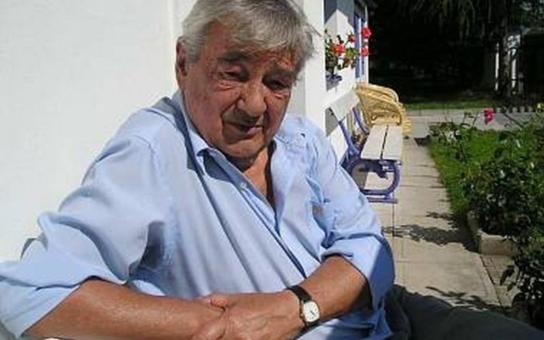 Vinklář a jeho chalupa v Jinolicích: Jak mu Sovák provedl kanadský žertík, který stál doktora Cvacha málem infarkt!  Exkluzivně ze série Chalupáři stříbrného plátna