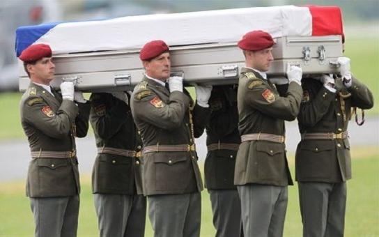 Rotmistr Jaroslav L. bojuje v Afghánistánu o život jako lev, doma na něj čekají tři děti! Naštěstí má prý tuhý kořínek, zvládl již čtyři operace