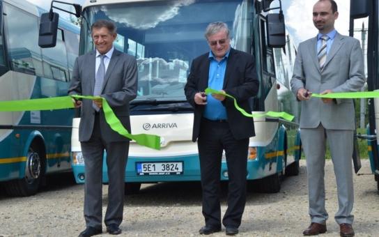 Nové autobusy budou jezdit po silnicích Pardubického kraje! Všechny jsou uzpůsobené pro hendikepované, seniory i dětské kočárky