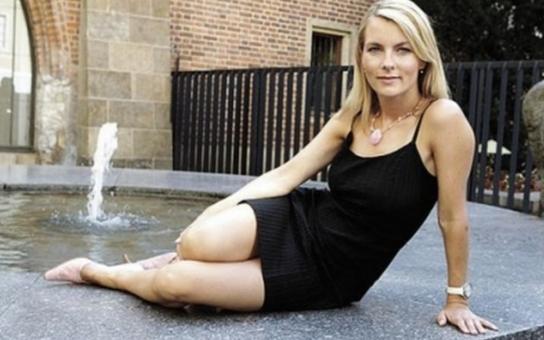 Novácká reportérka utekla hrobníkovi z lopaty. Mráčkovou vezli z natáčení reportáže rovnou na operační sál