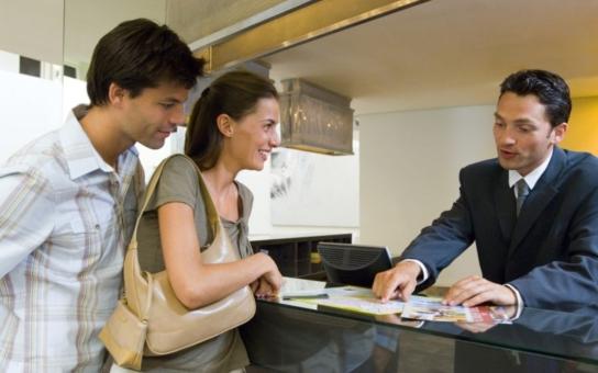 Hotely zaznamenaly v květnu pokles turistů. Co je za tím? Možná i moc přísná vízová politika
