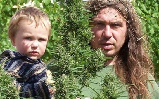 Kauza marihuana v Česku: Na ulici koupíte trávu mnohem levněji než na předpis v lékárně. Absurdita! A  velká lumpárna. Stát dostal na frak