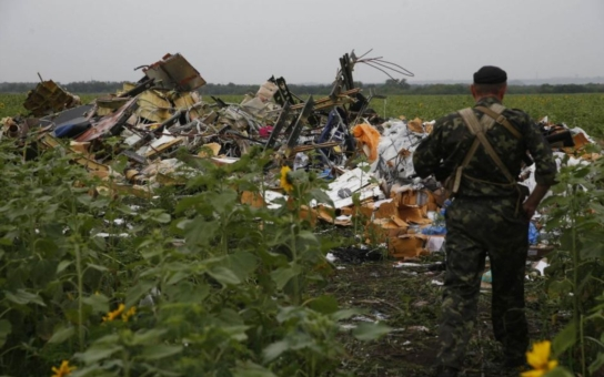 Americký prezident jasno nemá, ale Petr Hájek ano: USA chtějí do války, aby zachránily dolar! Havárie letu MH17 stále bez kloudných odpovědí, ale s odpornými podrobnostmi