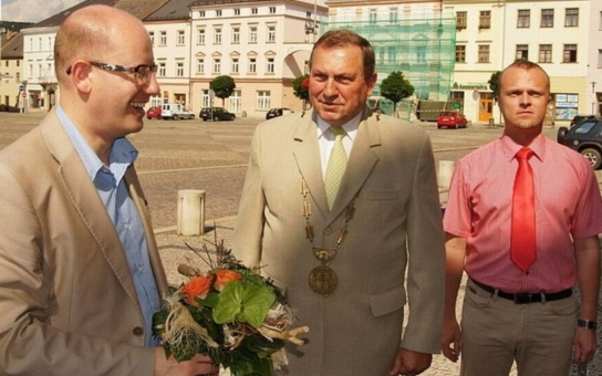 Sobotka se setkal s hejtmanem Netolickým v Moravské Třebové. Řešili dopravu, problémovou R 35, ale i památky, na něž není dost peněz