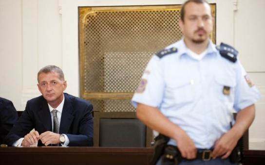 Český miliardář je na tom zle: Aby aspoň chvíli nepil, musí polykat antabusy