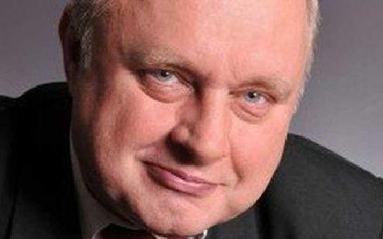 Halíka posílají politici k psychiatrovi. Europoslanec Ransdorf se zapojil do mediální války
