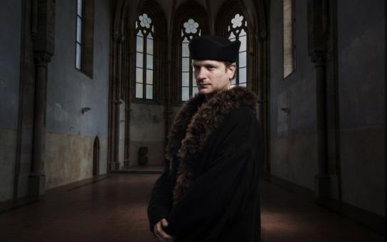 """Fešák  Jan Hus - jedno překvapení za druhým! Neuvěříte, kdo nejslavnějšího českého """"kacíře"""" v nejdražším projektu ČT hraje. Podívejte se na fotky"""