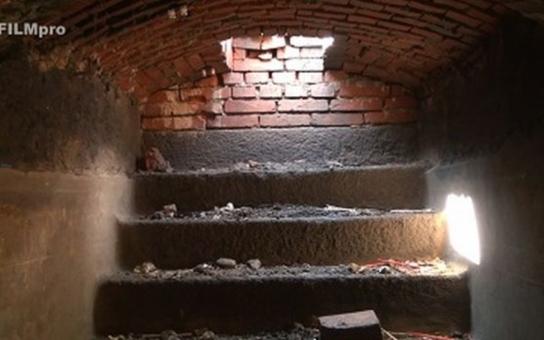TELEVIZE FILMpro: na klatovském náměstí byl objeven podzemní prostor. My jsme se tam jako první dostali s kamerou
