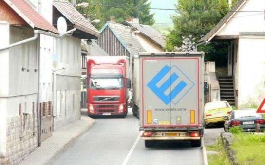 Objíždění mýtného a kamiony v obcích? Marginální problém, vzkázal ministr dopravy starostům. Ti se zlobí na aroganci vrchnosti