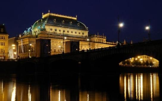 Praze hrozí světelný kolaps. Získali jsme dokument, který naznačuje, že město od ledna nebude mít provozovatele osvětlení