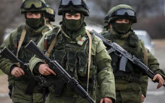Utajení mrtví ruští vojáci, co bojovali na Ukrajině. Dostali od Putina 25 tisíc rublů, teď zastrašují jejich pozůstalé, zní z Ruska. A konvoj prý vezl zpět právě mrtvoly