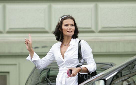 Maláčová prodává Českou Miss, její muž Bakala je v hledáčku policie. Víme, kam přesunují své aktivity i peníze