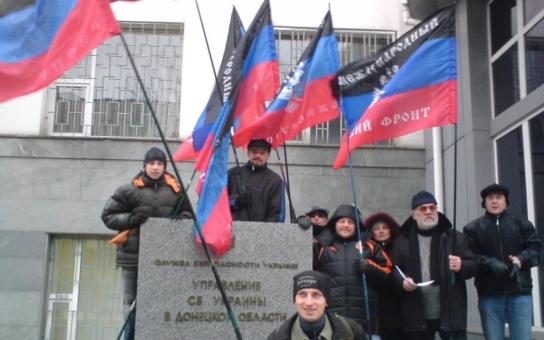 """Separatisté z Doněcku a Luhansku, kteří porážejí vládní síly, jsou pro jednotu Ukrajiny. Ale mají na vládu v Kyjevě """"pár"""" požadavků"""