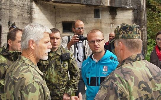 Pardubický kraj chystá elektrifikaci dělostřelecké tvrze Bouda, podívat se přijel i armádní generál Petr Pavel
