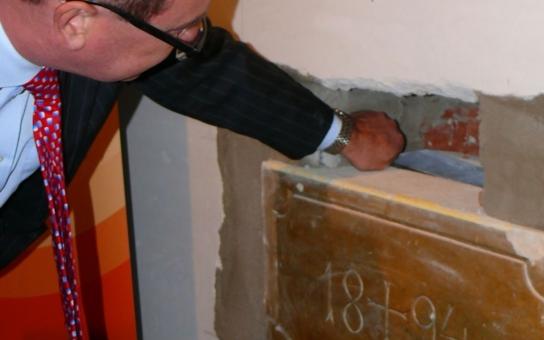 Modernizace kláštera ve Svitavách přinesla nález tajné schránky z roku 1894