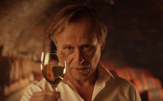Neuvěříte, kdo všechno chce vydrbat peníze ze seriálu Vinaři, který ti skuteční moravští vinaři z duše nenávidí. Máme důkaz