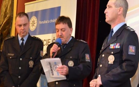 Krajská policie ve Zlíně bude mít nového ředitele. Ten starý úřadoval od roku 1990, krk mu zlomila až lihová mafie. O místo se strhl urputný boj