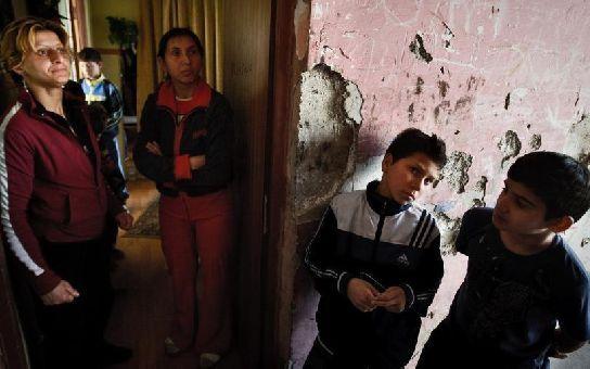 12 úřadů, co se starají o Romy a stojí miliony. Platíme také 381 (!) romských organizací... Čtěte šokující čísla, třeba kolik hodí příspěvky romské matce se třemi dětmi