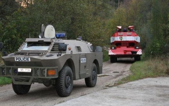 Exploze muničáku ve Vrběticích: Vyšetřovatelé začnou už brzy hledat mrtvá těla pohřešovaných zaměstnanců. Pořád to tam ale bouchá