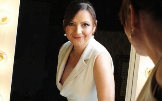 Jolana Voldánová. Místo zpráv teď kočuje s ochotníky!  Moderátorka, která nikdy neprozradila, kdo je otec jejího syna… Tajnosti slavných