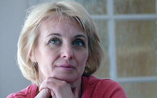 Paní ministrová Žilková má velké starosti. Co jí ztrpčuje život, proč bere kšefty za pár šupů a proč ji lidé nechtějí?