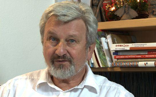 10 rad známého psychiatra Jana Cimického, jak se nezbláznit. Proč jeho ordinace praská ve švech? A co má společného s Janem Třískou?