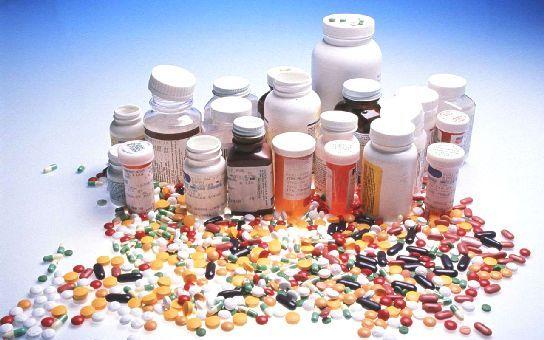 Chudáci doktoři, od farmaceutických firem dostávají až statisíce a brečí nad 30 kačkami, jejichž ztráta je prý zruinuje