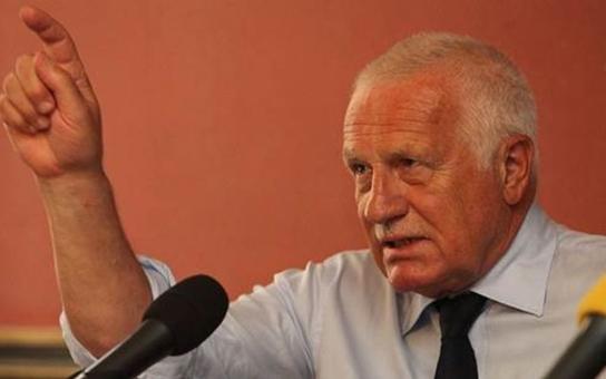 Tady Václav Klaus, můžu se u vás zastavit, ozvalo se osmdesátiletému pánovi z Trutnova v telefonu. A nebyl to žádný vtip, exprezident fakt dorazil, i s vnukem