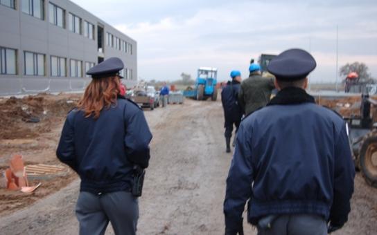 Velký zátah proti nelegální práci! Koukněte, jakých kuriozit se cizinci dopouštějí, jen aby utekli policii