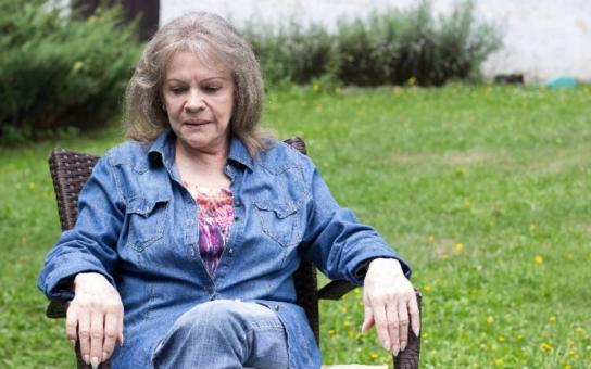 Českou královnu swingu dvakrát v životě obešla smrt. Vzala jí blízké... I její soukromí bylo dlouho na draka, zkrátka, život na román. Tajnosti slavných