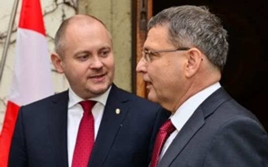 Rakouského ministra hostil hejtman Hašek spolu s ministrem zahraničních věcí.  Jednali o jaderném odpadu, záchraně životů či spojení do Vídně