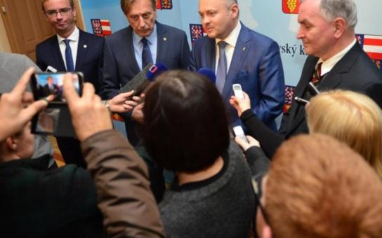 Hejtman Hašek a prezident autoklubu podepsali memorandum o spolupráci. Víme, k čemu to je. Nejde jen o Grand Prix