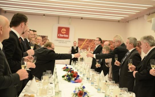 I v Ostravě se prezident napil. Máme foto jako důkaz