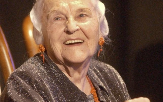Jejími milenci byli Vlasta Burian i Oldřich Nový, měla dva manžely, ale nakonec zůstala sama. Velká filmová hvězda a její pohnutý život... Tajnosti slavných