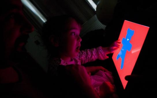 Výstava Domov je doma ukáže objektivem Patrika Pavlačíka běžný život rodin dětí s postižením