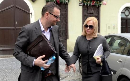Jak si žije Petr Nečas se svou Janičkou? Kolik vlastně mají bytů a proč nekoupili vyhlédnutý luxusní bejvák u Zličína?