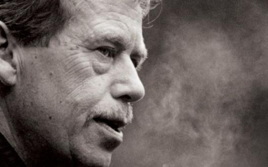 Největší chyba Václava Havla. Jeho přítel novinář prozradil, komu uvěřil...  Čtyři proklatě drahé omyly