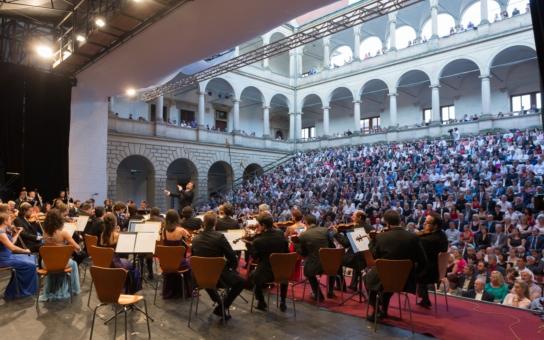 Druhý nejstarší hudební festival nabídne napřesrok větší komfort divákům. Přispěl k tomu i Pardubický kraj. Zahraje se i v jízdárně