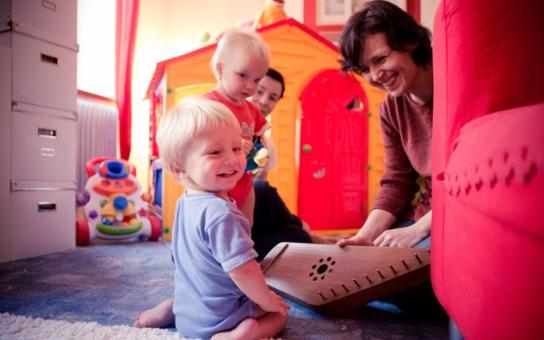Kontinuální a systematická podpora rodin pečujících o dítě s postižením pomáhá rodičům situaci zvládnout a vychovávat své dítě doma