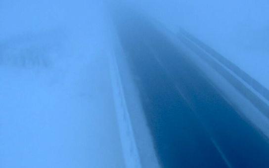 Česko jako ledové království… a hrozivá spoušť na silnicích. Odnesl to i autobus plný  žáků.  Nemocnice jsou v pohotovosti