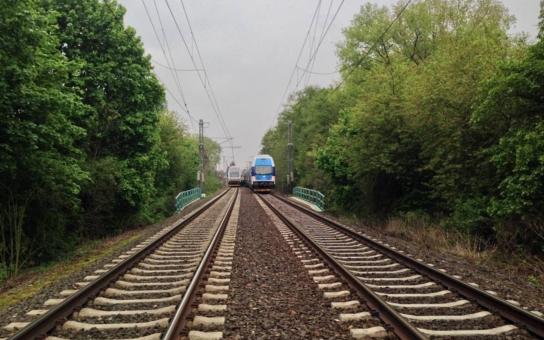 """Nejen mráz může za mnohahodinová zpoždění vlaků ČD, nyní se vyrojili i """"skokani"""". Sebevrazi. Je za tím Bartošová? Čtěte detaily"""