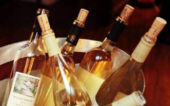Hejtman Hašek se zaměřil na vinařské podvodníky a pašeráky. Co říká aplikaci Víno na dotek?
