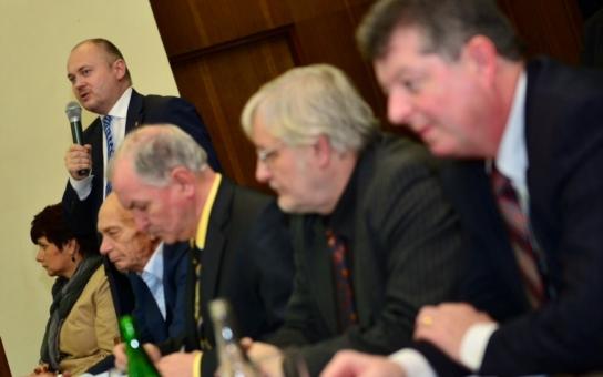 Hejtman diskutoval se starosty Znojemska. Mluvil i o nemocnici, školství, rodinách a dotacích