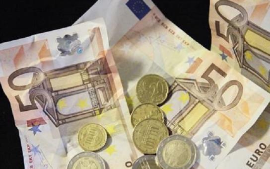 Zažíváme nejnebezpečnější chvíle za posledních dvacet let. Měli bychom se schovat pod deštník eura. Kdo to v Chebu řekl?