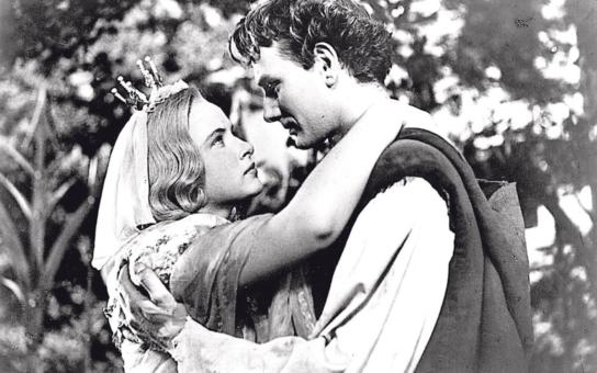 Tragické konce slavné pohádky, která zavinila dva rozvody. Princezna Krasomila se dokonce musela kát z nevěry před stranickou komisí... Tajnosti slavných