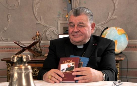 Kardinál Duka promluvil o lásce. A pak ho zrušili… ČRo se prý nehodí do koncepce. Kdo všechno z toho má radost? A která jeho glosa koluje po netu?