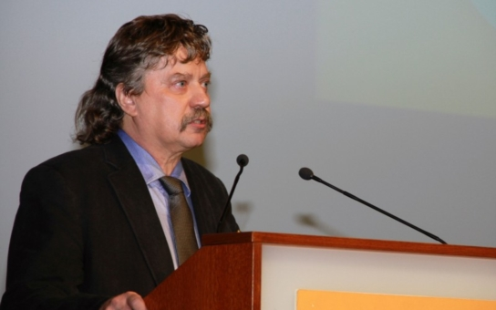 Chlórovaná kuřata, hormonální výživa prasat.... Sociolog Keller přijel na Moravu mluvit o evropských tématech. Co ale zajímalo 'obyčejný' lid?