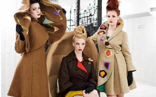 Vášnivé oboustranné kabáty zvítězily v soutěži. Výstavní sezónu na úřadu zahájila ButterFly