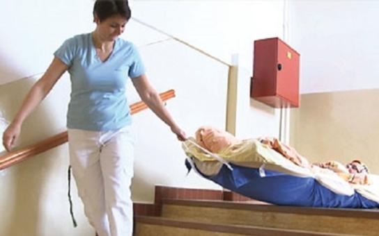 Jak evakuovat pacienty, připoutané na lůžko? V zařízeních na Vysočině to vyřešili